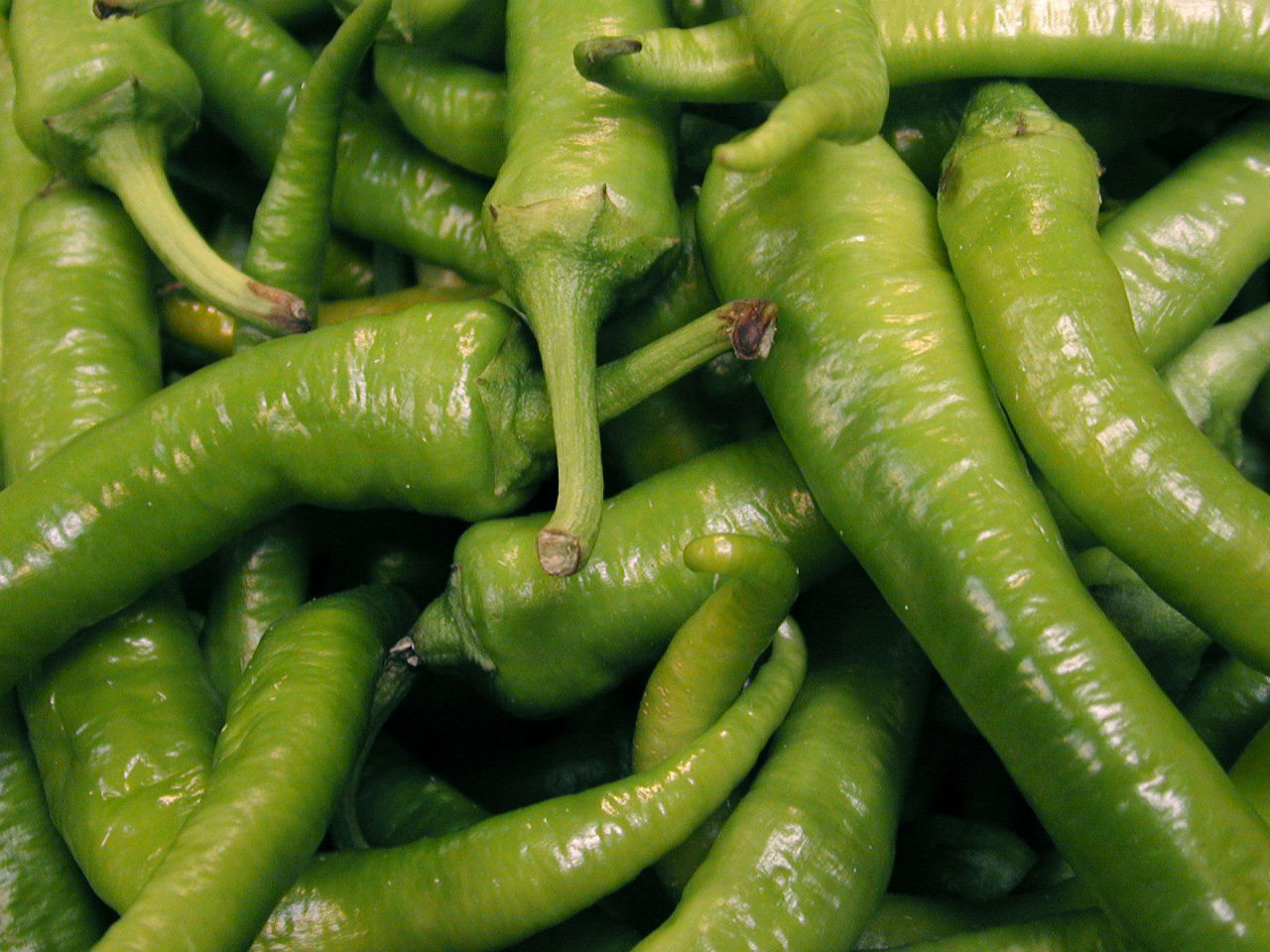 take-chillis-for-your-achard-preparation